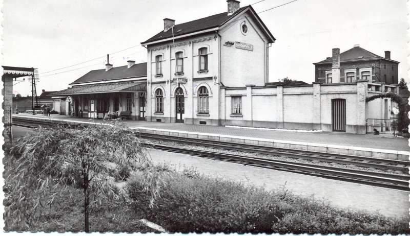 Les gares belges d 39 autrefois la gare de godarville guy for Garage de la gare bretigny