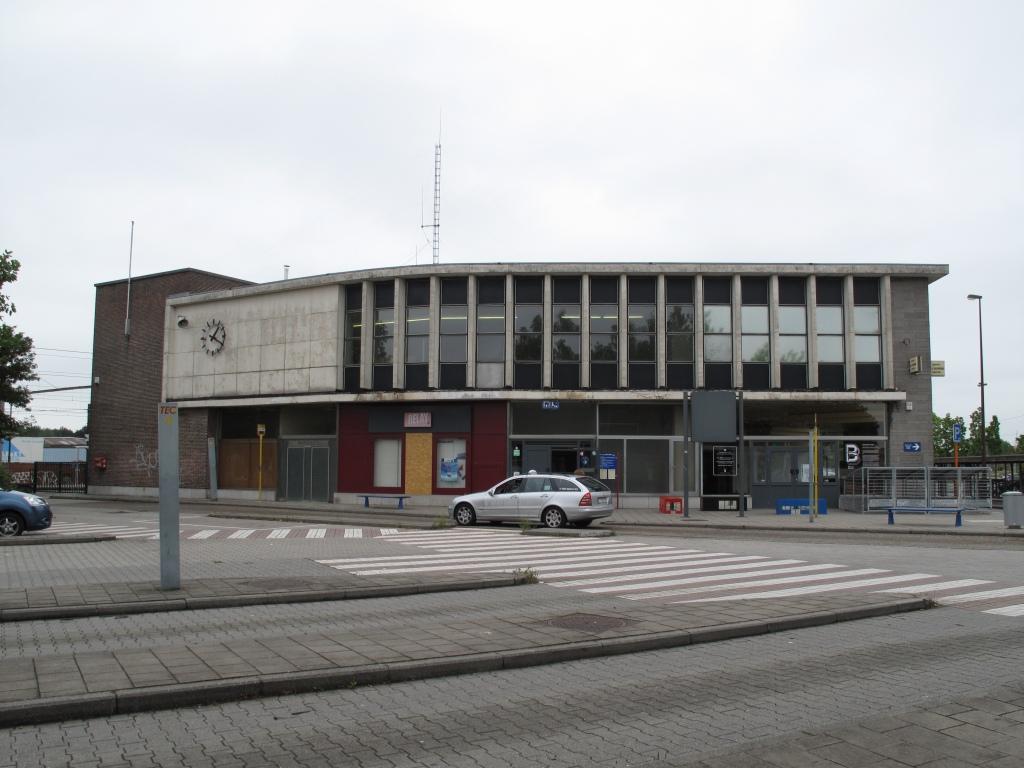 les gares belges d 39 autrefois la gare de la louvi re centre guy demeulder. Black Bedroom Furniture Sets. Home Design Ideas